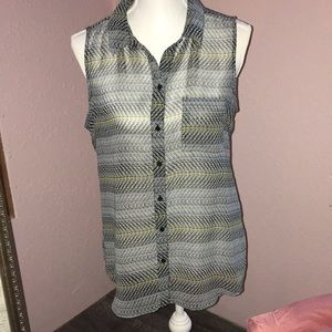 Liz Clarborne sheer no sleeve blouse Size M